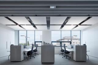 办公 | 线条灯和筒射灯打造的简约空间