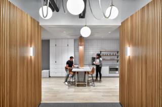 办公 | 活跃又严肃的办公空间设计